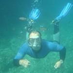 Schnorchler unter Wasser beim abtauchen